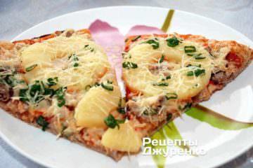 пицца с купицей и ананасами