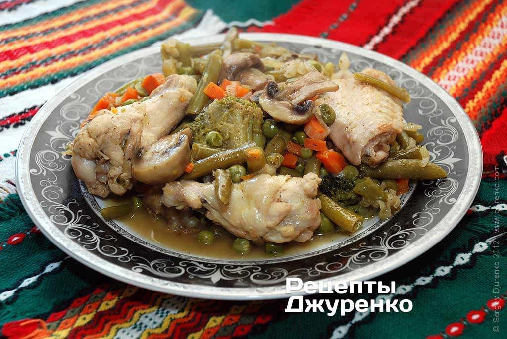 Рагу с курицей, грибами и овощами