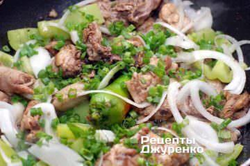 Додати порошок імбиру і зелену цибулю