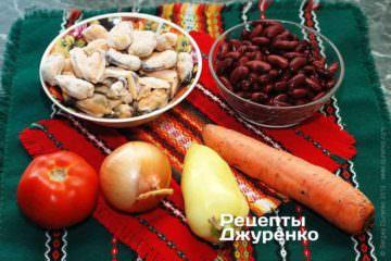 Ингредиенты: мидии, красная фасоль, лук, чеснок, морковка, «чили», помидор, специи