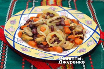 Фото рецепта салат с мидиями и фасолью