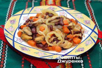 Салат з морепродуктами та квасолею