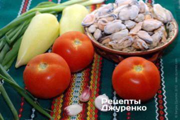 Ингредиенты: мидии (очищенные), помидоры, сладкий перец, чеснок, петрушка, зеленый лук, острый перец, рис, специи