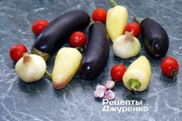 Ингредиенты: баклажаны, перец сладкий, помидоры, лук, чеснок, специи, растительное масло