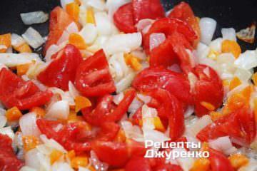 Добавить мякоть помидоров