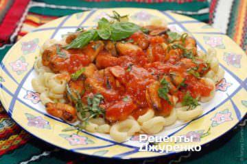 Паста с мидиями и томатами