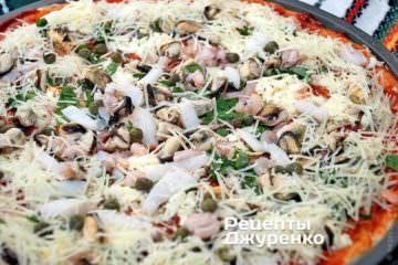 Поставить пиццу в духовку: 200 градусов - 20 минут