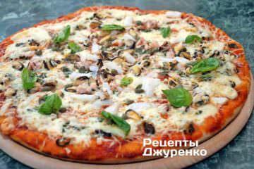 Фото к рецепту: оригинальная пицца с морепродуктами