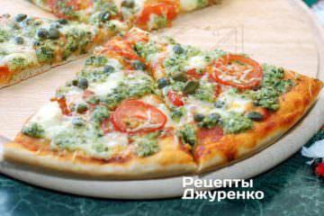 Можно подать пиццу прямо на деревянной основе