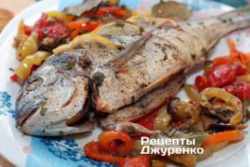 Фото рецепта риба з овочами. дорадо на подушці з овочів