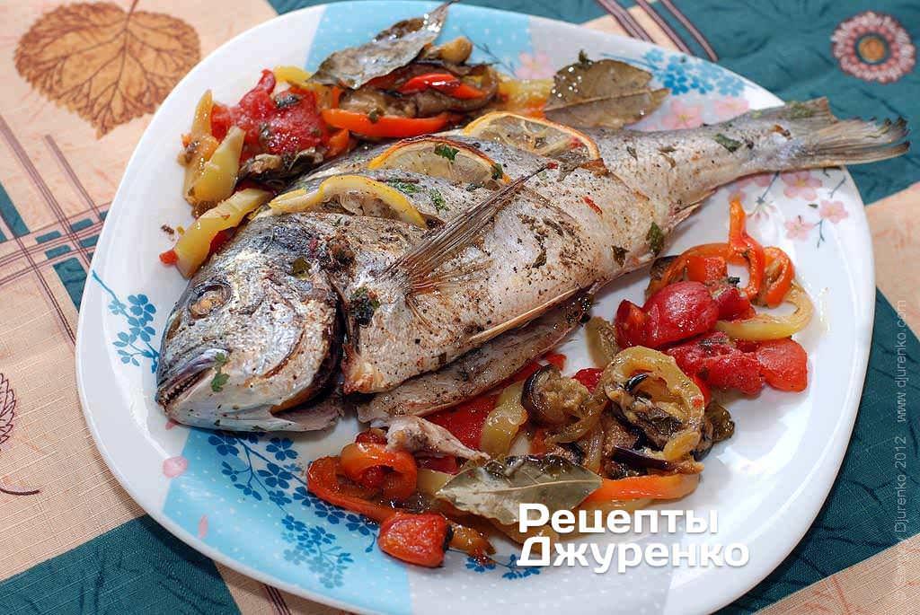 Рыба на подушке из овощей