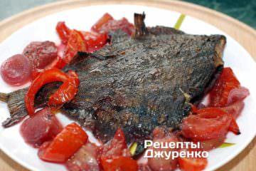 Фото до рецепту: камбала в духовці запечена зі сливами