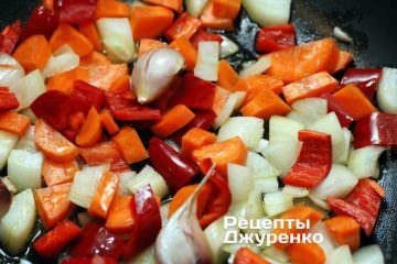 Додати овочі і часник