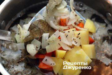 Бросить овощи в кипящую воду