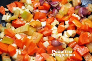 Добавить нарезанный перец