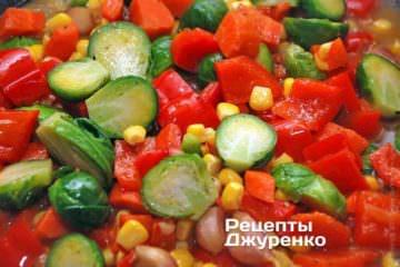 Добавить отваренную брюссельскую капусту