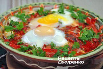 Брынза с помидорами и запеченная с овощами