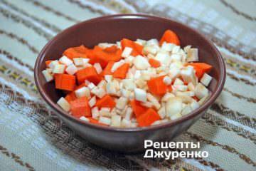 Овощи нарезать кубиками