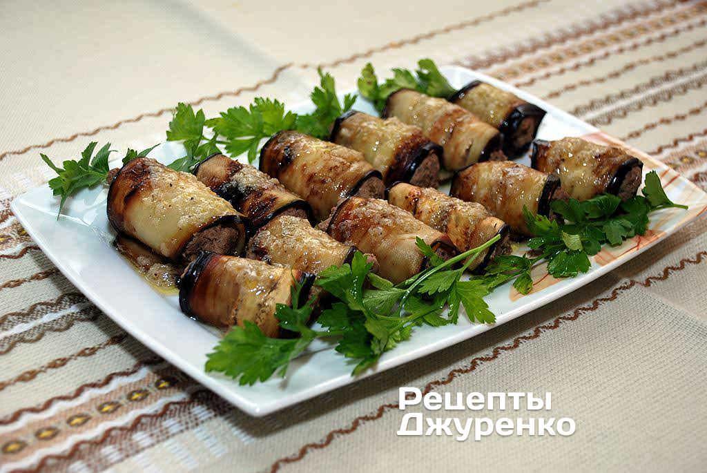 Рулеты из баклажанов с сыром и чесноком и помидорами фото
