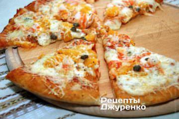 Пицца - с креветками и мандаринами