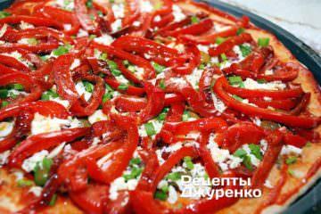 Разложить жареный красный перец