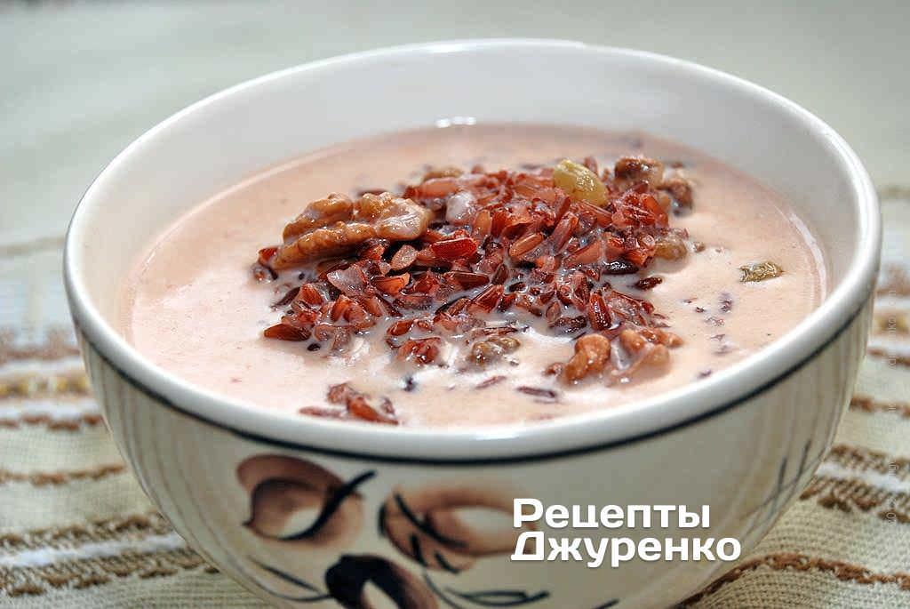 Десертный молочный суп с рисом, изюмом и миндалем