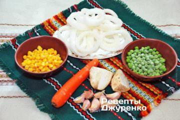Кольца кальмаров, овощи, кукуруза
