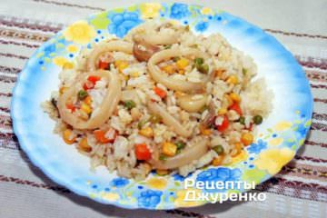 Кальмари з рисом, овочами та кукурудзою - відмінний гарні