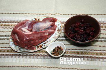 Ингредиенты: Свиная вырезка, специи, вишни