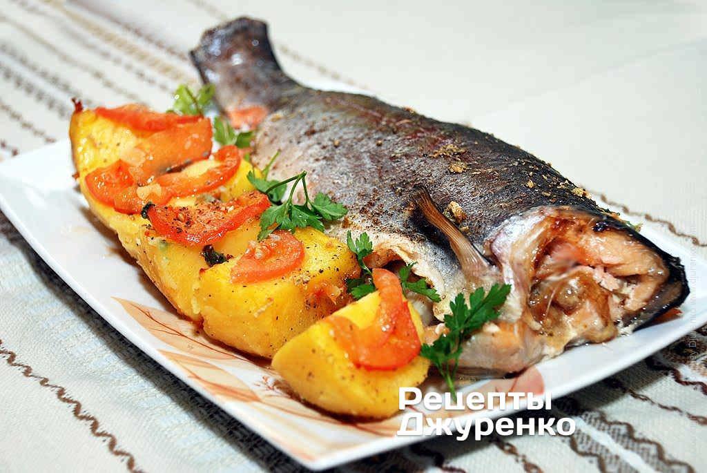 Закусочный пирог с рыбной консервой рецепт с фото