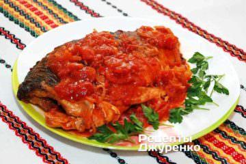 Фото до рецепту: форель з соусом з томатів