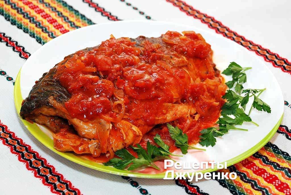 Форель з соусом з томатів