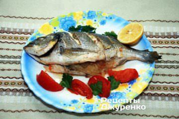 Готову рибу перекласти на тарілку