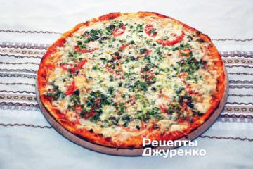 Випікати піцу в розігріту до 200 градусів духовці. Орієнтовно 20 хвилин