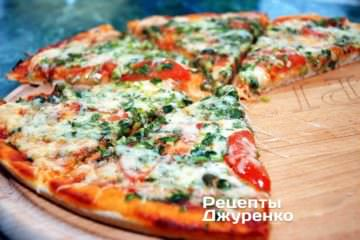 Фото до рецепту: піца з зеленою цибулею