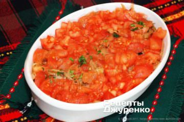 Сверху добавить нарезанный помидор