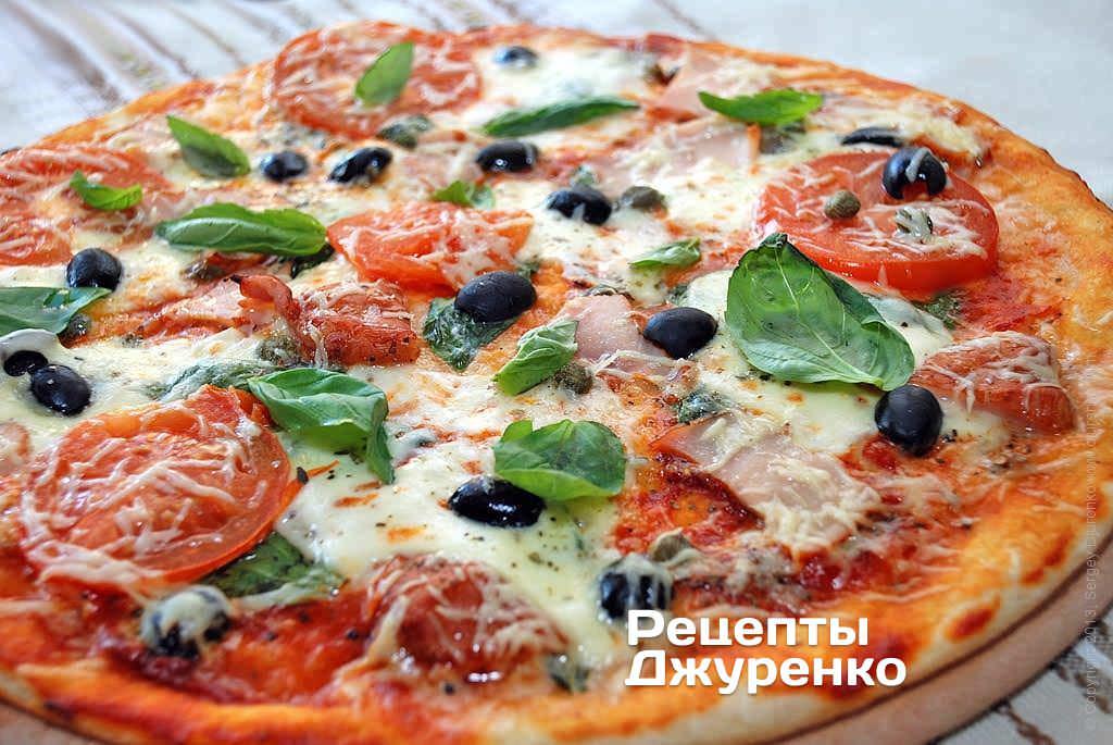 Фото готового рецепта пицца с копченой курицей в домашних условиях