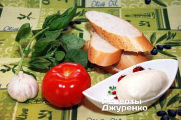 Французький багет, моцарелла, базилік, помідор, часник