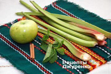 Свежий ревень, яблоко, корица и мята