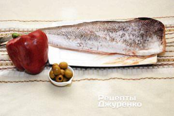 Тріска, червоний перець і оливки