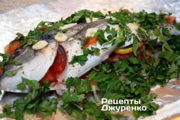 Перекласти підготовлену рибу на лист фольги
