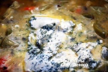 Добавить смесь сливочного сыра и укропа