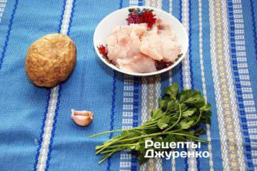 Філе тріски, зелень. картопля. часник і спеції