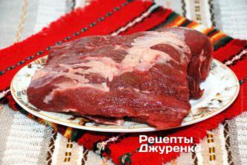 Для тефтелей подойдет любая мясистая часть туши, лучше лопатка, задняя часть.