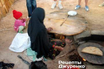 В Египте видел как местные пекут тонкий хлеб