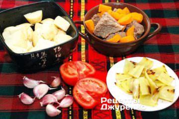 Пока варится говядина, надо подготовить овощи