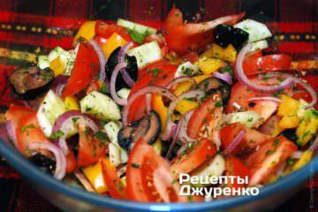 Добавить специи и оливковое масло