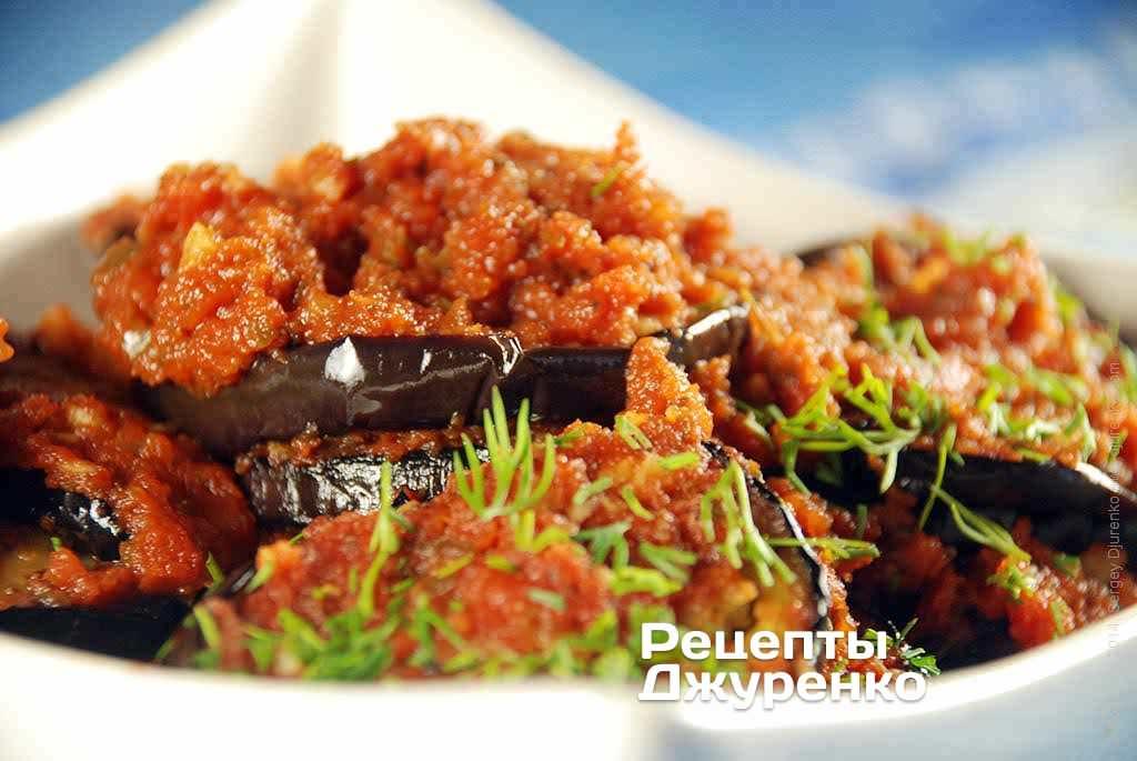 Фото готового рецепту баклажани з помідорами в домашніх умовах