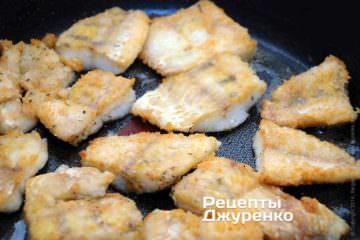 Накрити сковорідку кришкою і дати постояти на середньому вогні 10 хвилин
