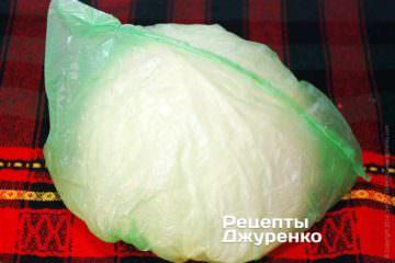 Скласти в кульок зняті свіжі капустяні листки